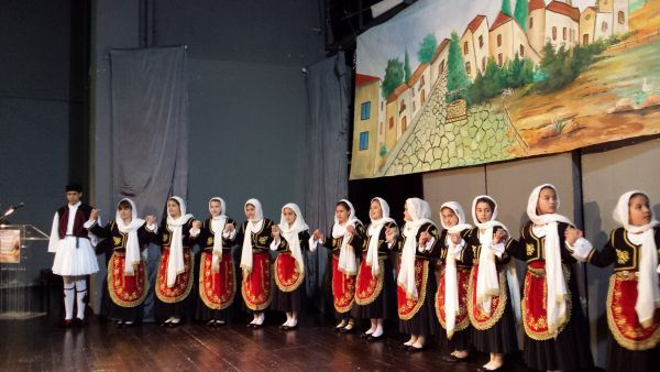 Με μεγάλη επιτυχία πραγματοποιήθηκε η 12η  Μαθητική Συνάντηση Παραδοσιακών Χορών